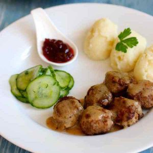 Sweden: Köttbullar (Swedish meatballs)