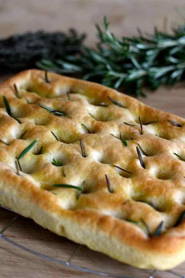 Focaccia di genova recette italienne 196 flavors - Cuisine italienne recette ...
