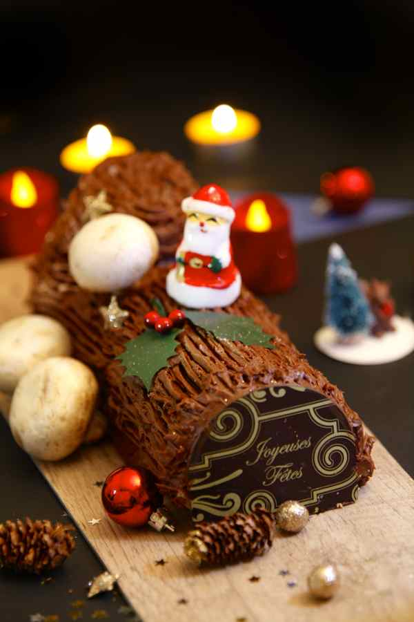 chocolate yule log authentic french recipe 196 flavors. Black Bedroom Furniture Sets. Home Design Ideas