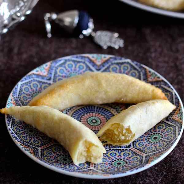 Gateau Algerien Corne De Gazelle: Cornes De Gazelle - Traditional Moroccan Recipe
