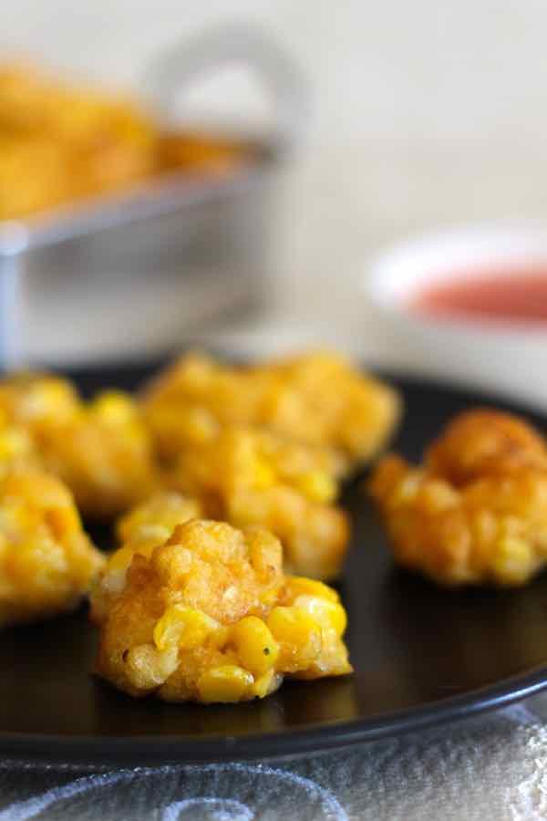 buñuelos de maíz fritos