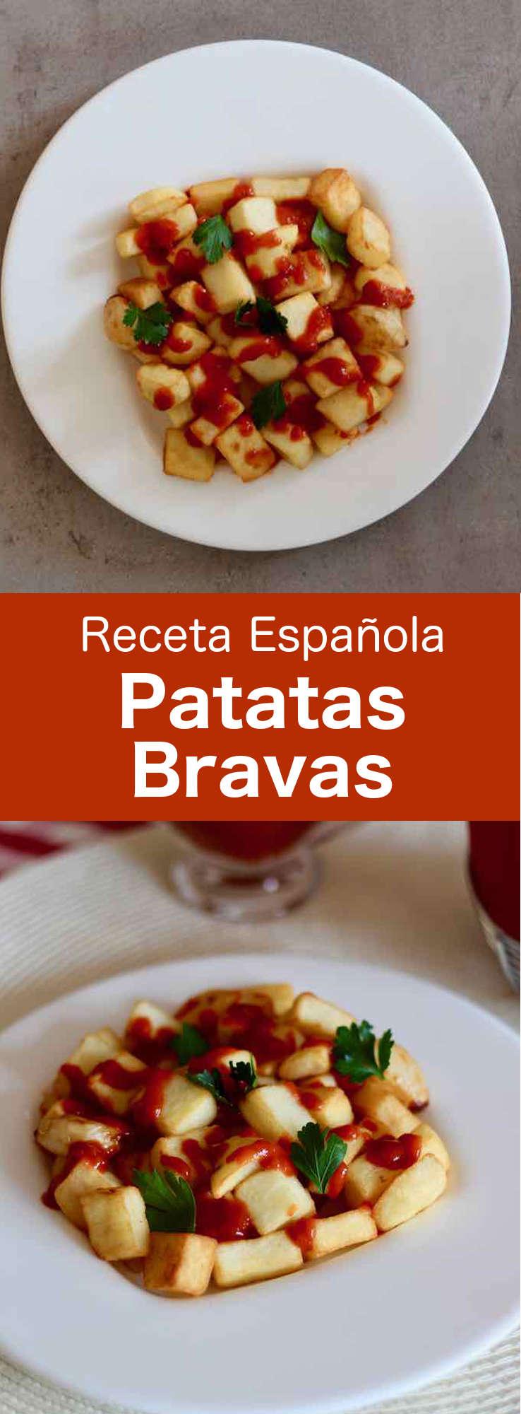 Las patatas bravas son unas deliciosas tapas que se preparan con cubos de patatas fritas y una salsa picante llamada