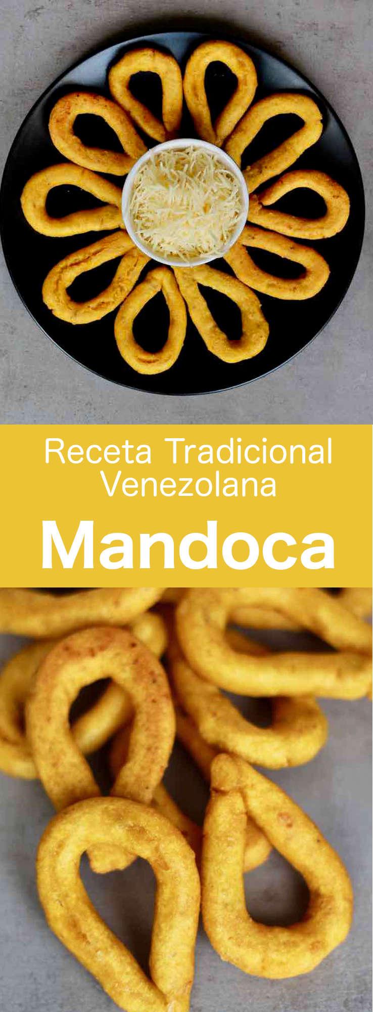 Una mandoca es una rosquilla típica venezolana en forma de lágrima del estado Zulia. Hecha de una mezcla de harina de maíz, panela, plátano maduro y queso rallado, a menudo, se sirve para el desayuno.