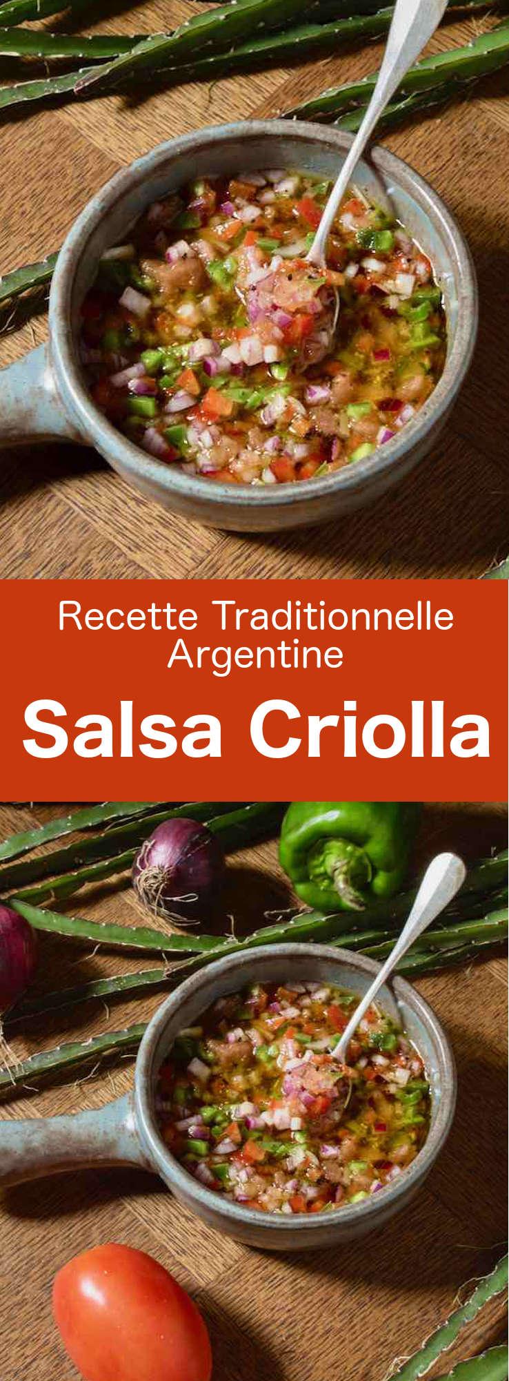 La salsa criolla ou sarza criolla est une sauce sud-américaine à base d'oignon, de tomate, de poivron, de vinaigre et d'huile d'olive généralement utilisée pour accompagner les viandes. #Argentine #CuisineArgentine #RecetteArgentine #CuisineDuMonde #196flavors