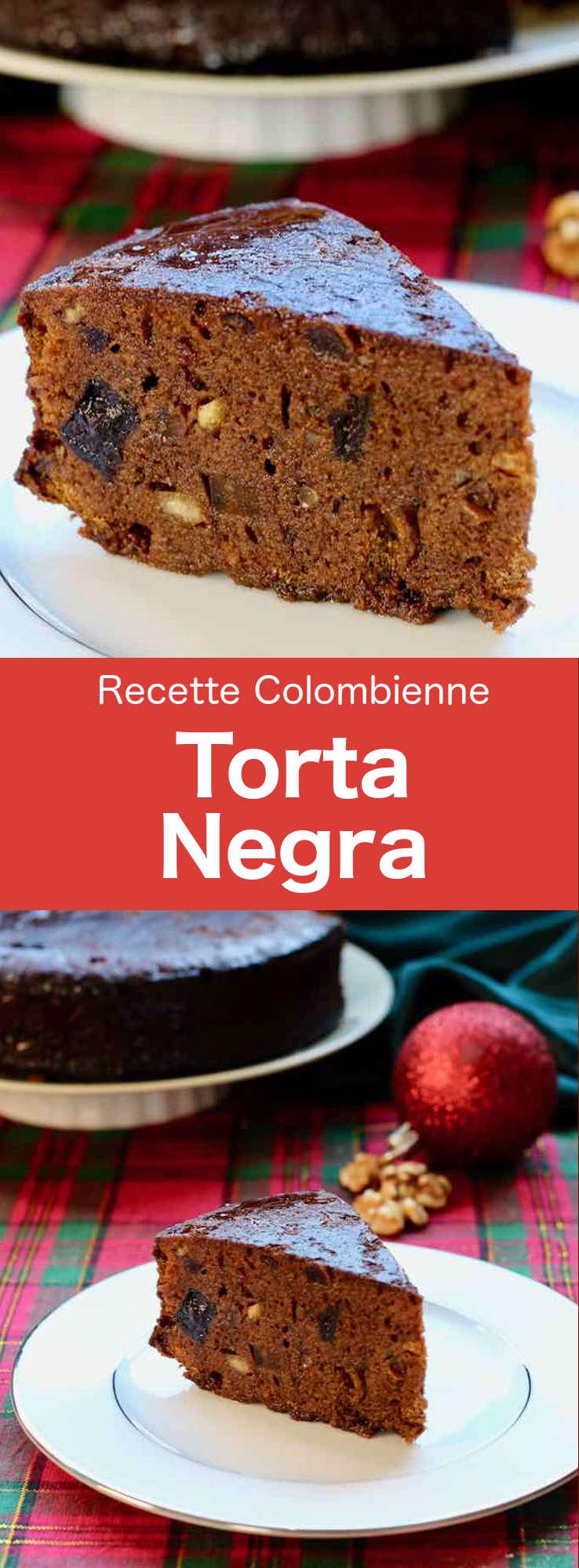 La torta negra est un gâteau au chocolat à base de fruits secs longuement macérés dans l'alcool, célèbre pendant les repas de Noël en Amérique Latine. #CuisineColombienne #AmeriqueLatine #CuisineLatine #CuisineDuMonde #196flavors