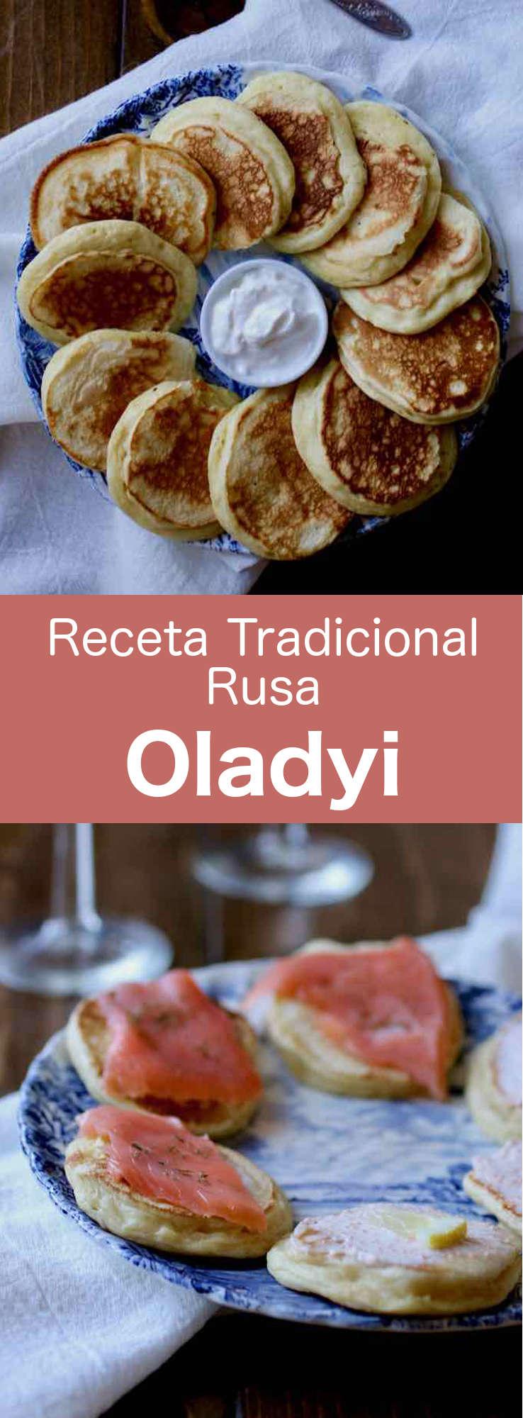Los oladyi son pequeños panqueques gruesos, tradicionales de las cocinas rusa, ucraniana y bielorrusa. A menudo se sirven con smetana (crema agria), varenye (conservas de fruta entera), mermelada, powidl (mermelada de ciruela sin azúcar) o miel.