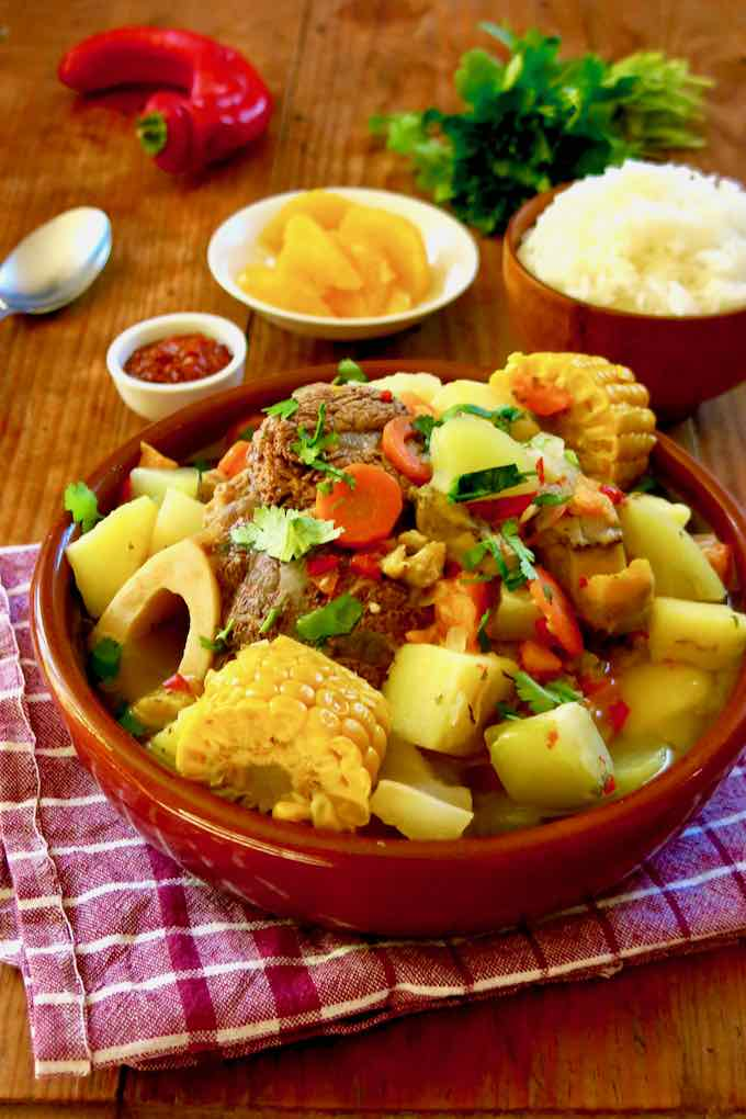 olla de carne costaricain