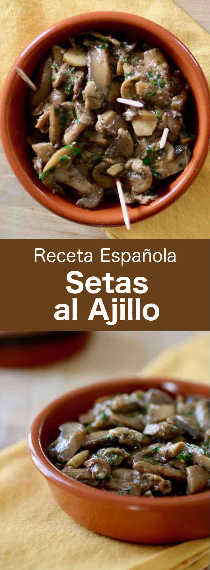 Las setas o champiñones al ajillo son una de las tapas españolas favoritas, preparadas con champiñones salteados con ajo y vino blanco, y decoradas con perejil.