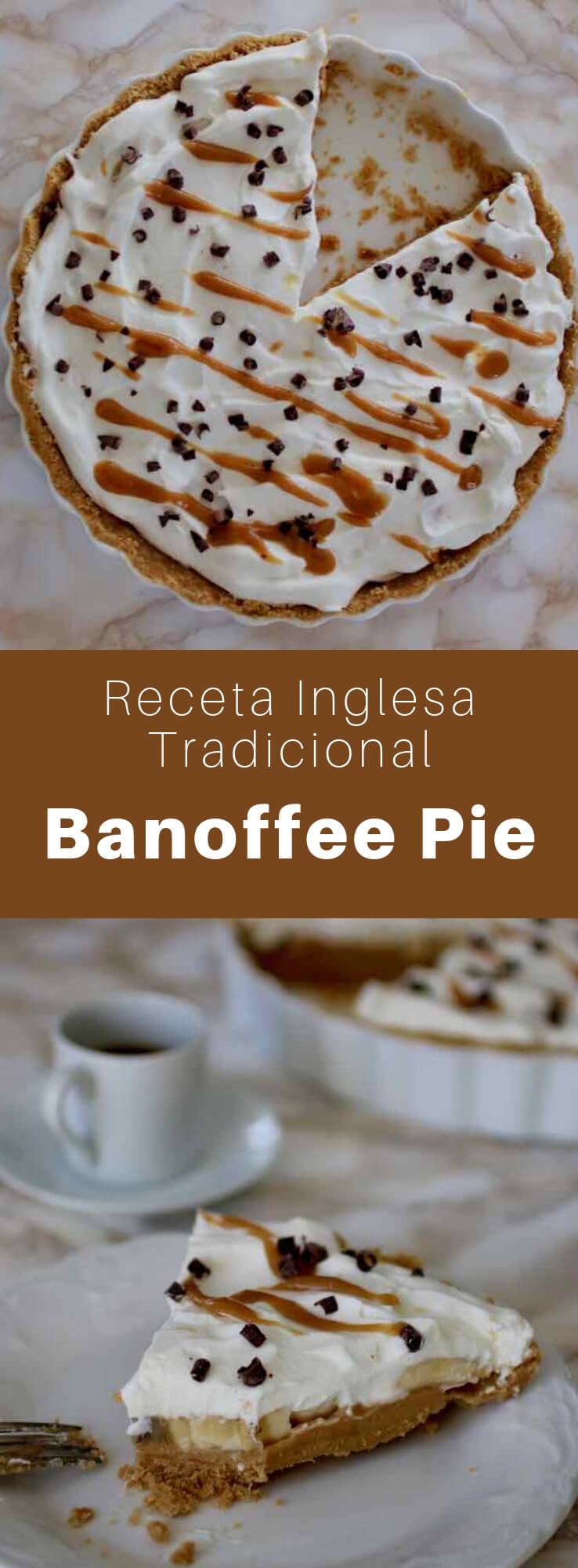 La tarta banoffee es un postre tradicional británico que se prepara con plátano, crema y tofi, sobre una masa de galletas trituradas y mantequilla.