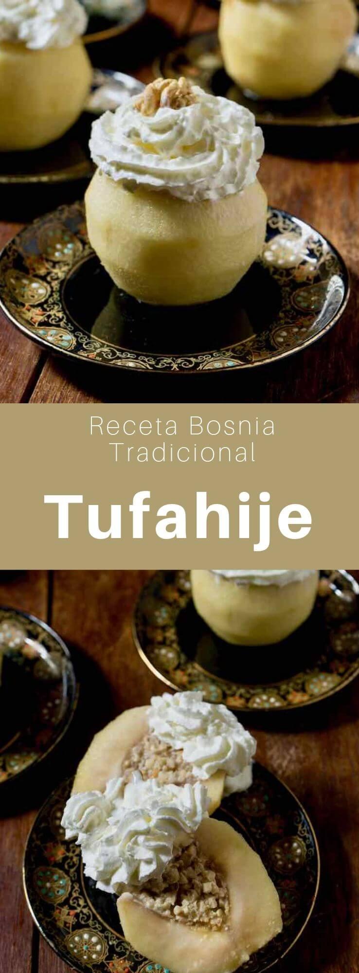 Los tufahije son un postre bosnio hecho con manzanas rellenas de nueces y hervidas en agua azucarada, que también son muy populares en Serbia y Macedonia.